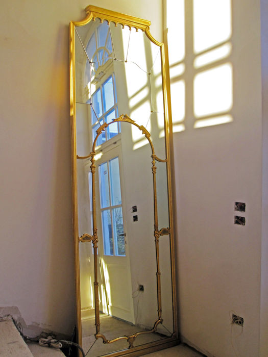 Large vertical wall mirror with gilt frame, 280 x 88 cm