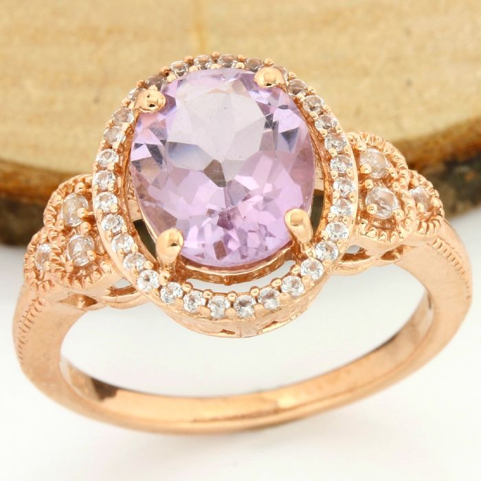 14 kt Rose Gold - 7.50 ct Amethyst, 0.25 ct White Sapphire Ring; Size: 7