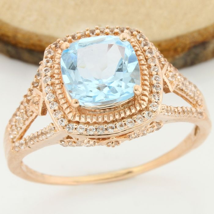 14 kt Rose Gold - 4.25 ct Swiss Blue Topaz, 0.28 ct White Sapphire Ring; Size: 10