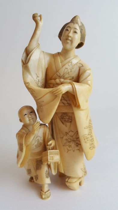 Ivory Okimono carving of Mother & Child - Japan - 19th century (Meiji period)