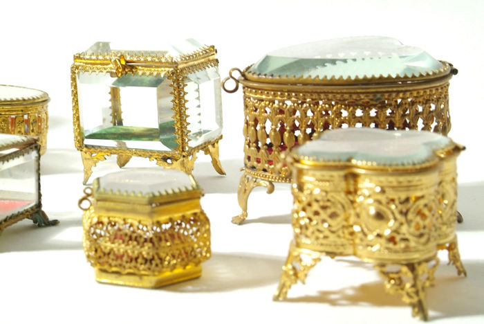 Ten antique boxes for jewellery and watches, made of glass and brass, Biedermeier / Art Deco (end of the 19th to beginning of the 20th century)