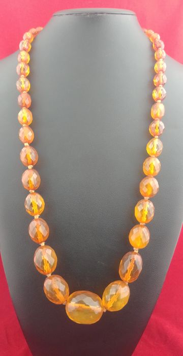 Antique necklace made of Victorian amber, United Kingdom (Victorian Age), 1837-1901