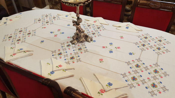XL rectangular tablecloth embroidered by hand and with  lagartera frayed work - 16 napkins - 250 x 190 cm