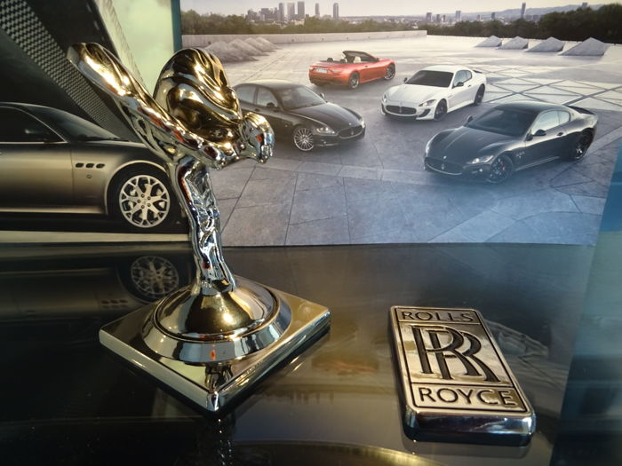 Rare Beautiful Rolls Royce Bonnet Mascot 'Spirit of Ecstasy' and RR Badge with Box
