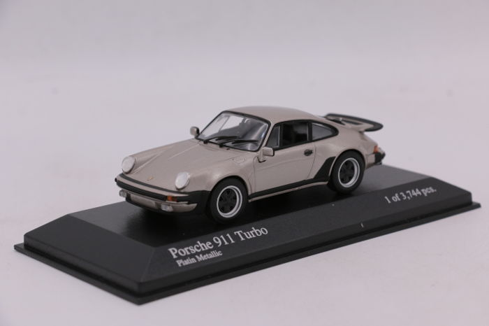 Minichamps - Scale 1/43 - Porsche 911 Turbo  - Colour: Platin Metallic - Limited Edition