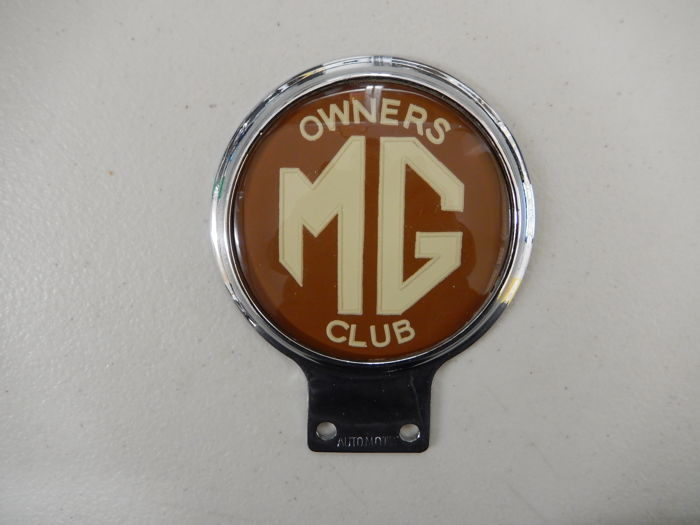 Vintage Automotif Used MG Owners Club Dark Red Version Car Badge Auto Emblem