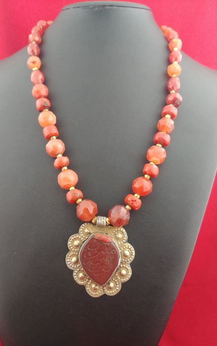 Necklace with carnelian, antique silver pendant, gold and coral - Afghanistan, first half of 20th century