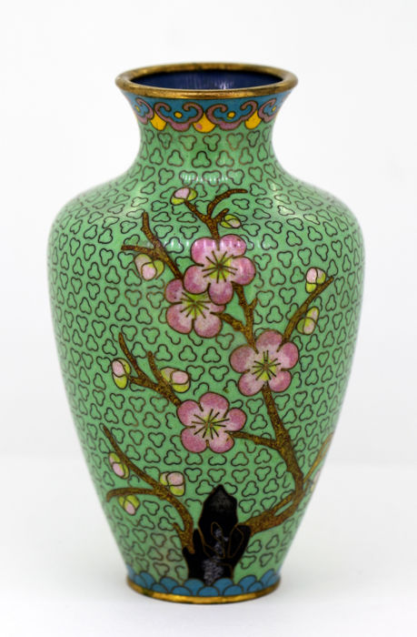 Chinese cloisonné vase, Early 20th Century