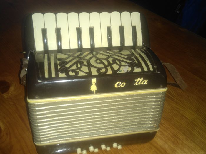 Piano Accordion Cosetta 22 keys 8 basses Italy, 1944