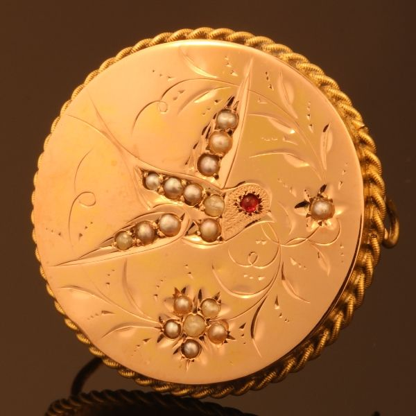 Gold brooch decorated with a bird and flowers - 1880