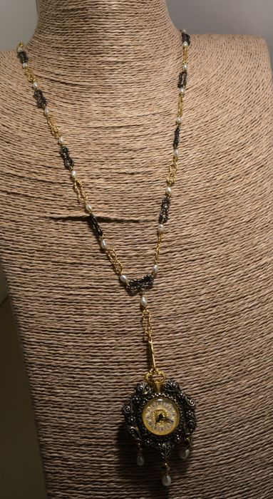 Necklace with freshwater pearls, 18 kt gold links and 800 silver links