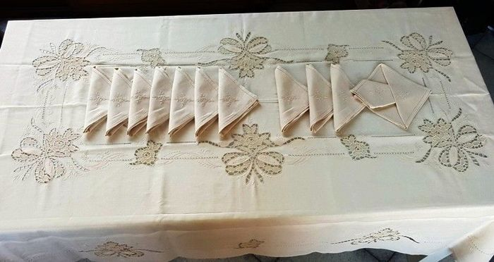"Lavish 100% pure linen tablecloth for 12 with Venice Burano ""love knot"" embroidery"