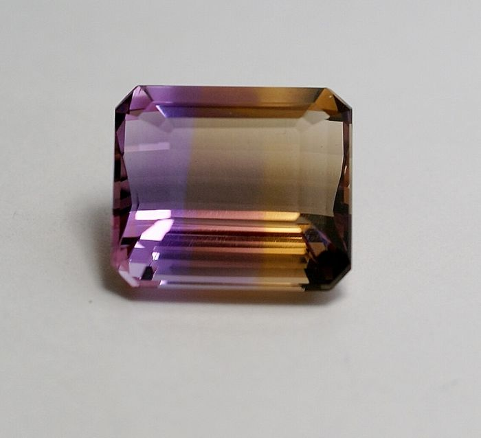 Ametrine,  bi-coloured (violet-brown-yellow)  - 25.67 ct