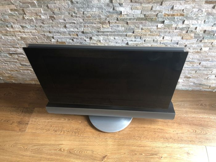 Bang and Olufsen - Beovision 7 - 32 MK3 with  motorised Floor Stand. - Beolab 7.1 active speaker