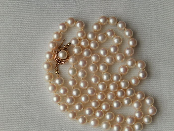 Akoya pearl necklace, 7.5 mm