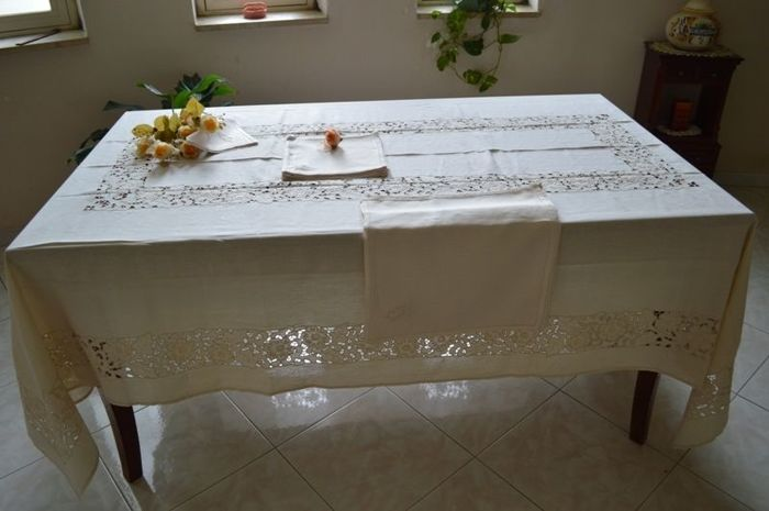 High quality tablecloth for 12 in 100% pure linen with entirely handmade cutwork and satin stitch embroidery