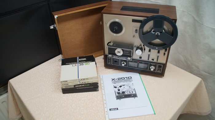 Akai tape recorder X201D + 5 reels + user manual
