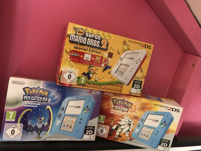 Lot of 3 nintendo 2DS consoles Speciale Editions like : Pokemon Moon and Pokemon sun