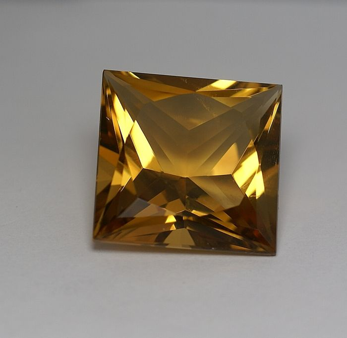 Citrine - brownish Yellow - 37.59 ct