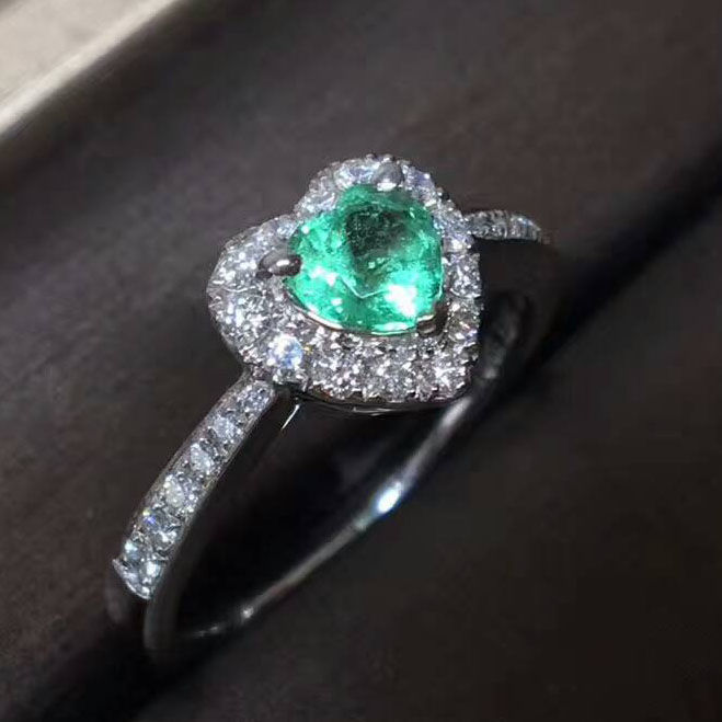 18 ct gold Ring 4.8 g set with 0.46 ct Emerald and 0.4 ct Diamonds - size 6.75 US - Free resizing