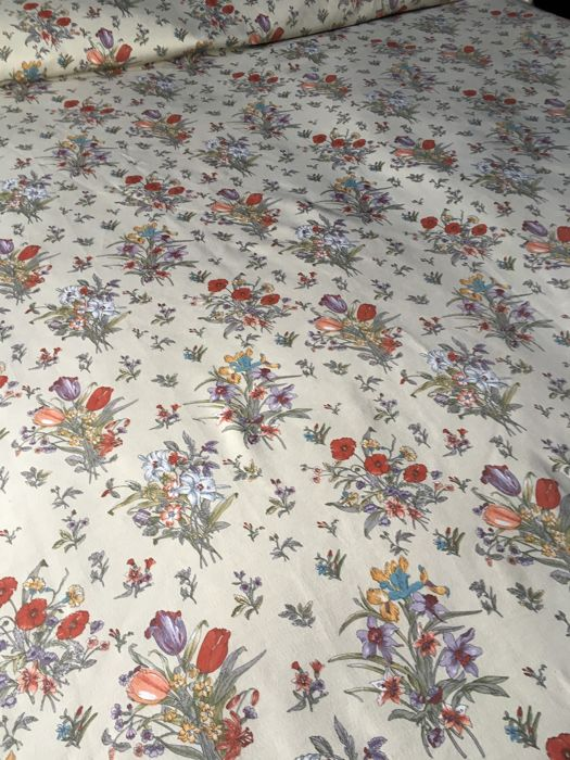 Double bedspread, nice floral design, with frills on three sides