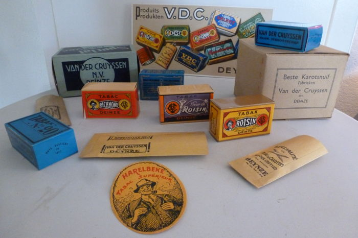 V.D.C. - Deynze cardboard advertising display with 12 dummies of tobacco packs/bags by (Van der Cruyssen, Deinze)