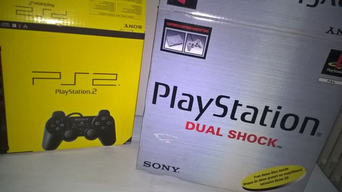 Play Station Dual Shock SCPH-7502C  +  PlayStation 2  - boxed