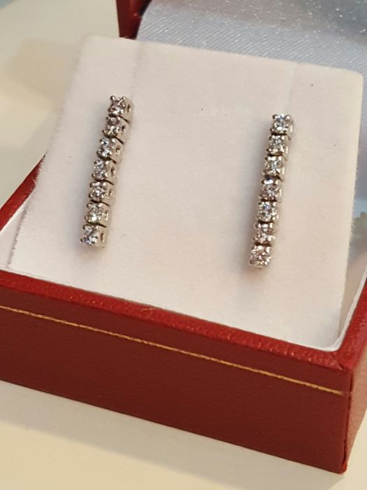 18 kt white gold earrings with brilliant cut round diamonds