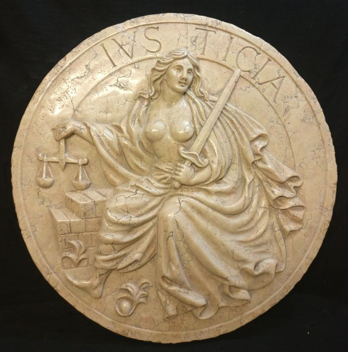 Medallion in Nembro marble, worked and carved by hand - The Justice - Italy, Venice - 20th/21st century