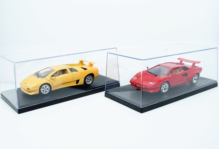 Bburago - Scale 1/18 - Lamborghini Diablo 1990 Yellow and - Lamborghini Countach 5000 1982 Red - Both in Triple 9 Showcases