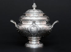 Important Repousse Silver Soup Tureen with coat of arms. Italy, mid. 20th century
