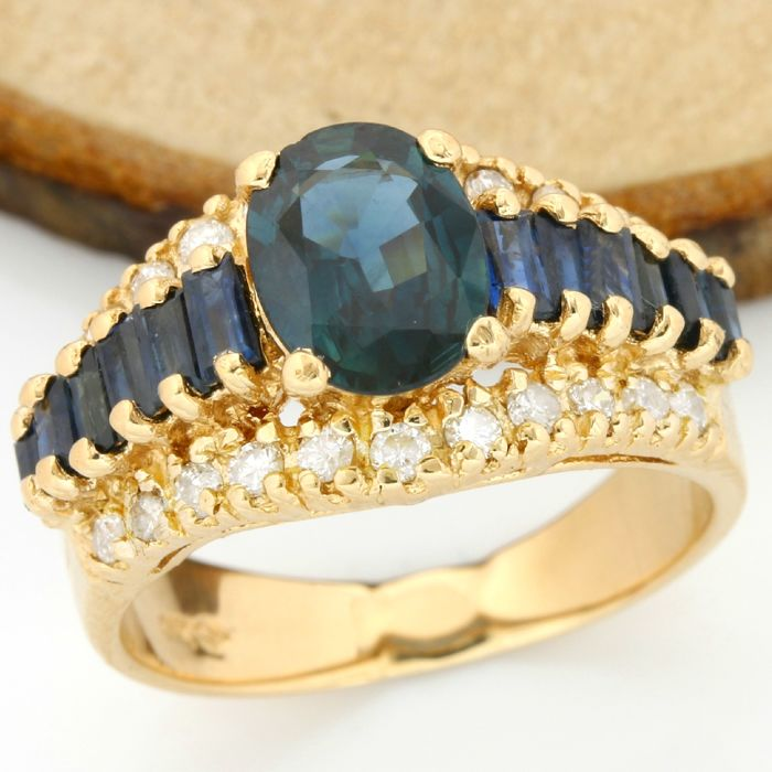 14 kt Yellow Gold - 2.25 ct Oval Shape/Baguette Cut Sapphire and 0.35 ct Round Cut H-I, SI1-SI2 Diamond Ring; Size: 6