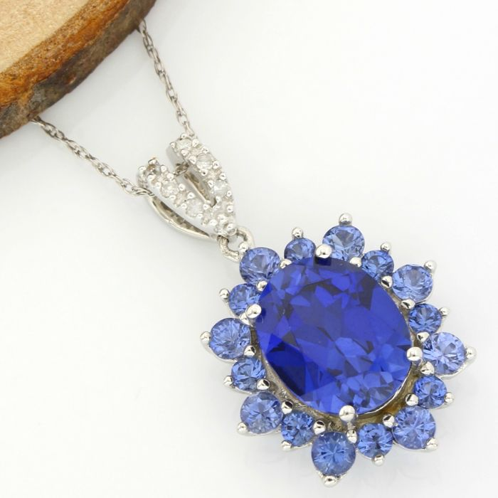 No Reserve Price - 14k White Gold -  5.25 ct Oval Shape/Round Cut Tanzanite Necklace with Pendant - 45 cm