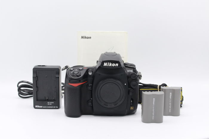 Nikon D700 Full frame body with 2 batteries and manual - very good ...