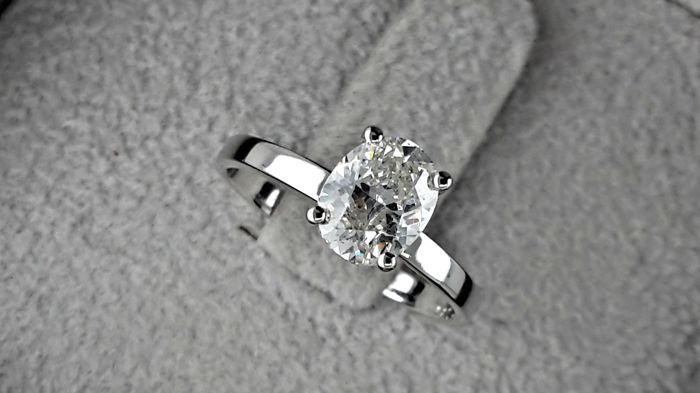 IGL 1.16 carat Oval Solitaire Diamond D/VS2 Ring in 14 kt solid white gold - size 5,5