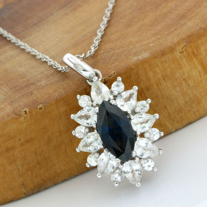 No Reserve Price - 14k White Gold - 3.25 ct Marquise Cut Blue Sapphire and 3.15 ct Marquise/Round Cut White Sapphire Necklace with Pendant - 45 cm