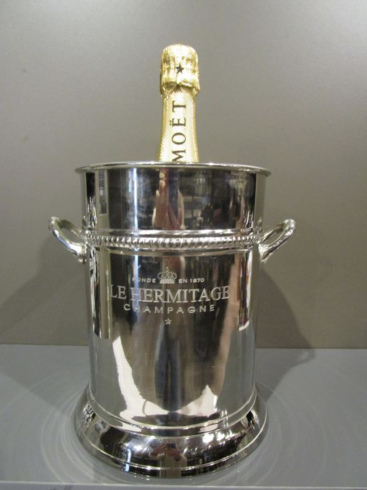 Champagne cooler with inscription 'Le Hermitage Champagne'