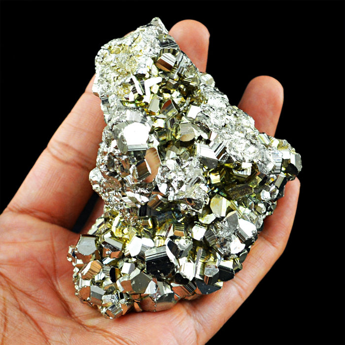 Cubic Pyrite Crystal Cluster - Very Shinny Crystals - 80x58x30 mm - 1194.50 Cts