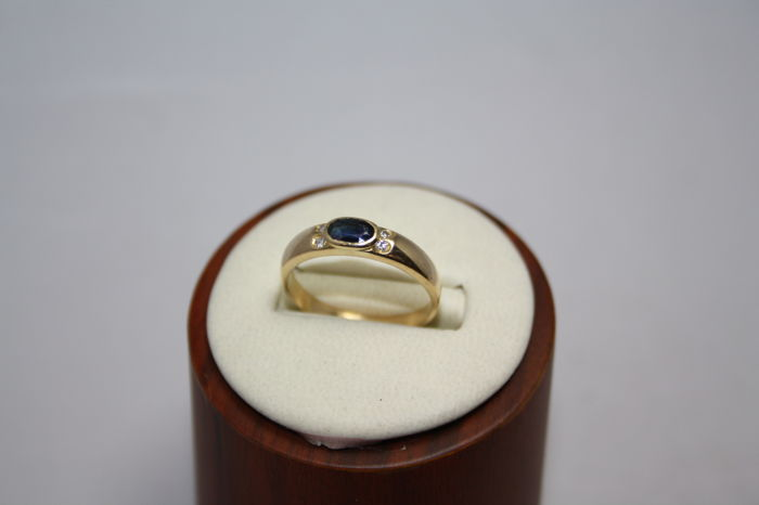 18 kt yellow gold ring, oval cut blue sapphire for 0.20 ct and diamonds for 0.04 ct, size 58/59
