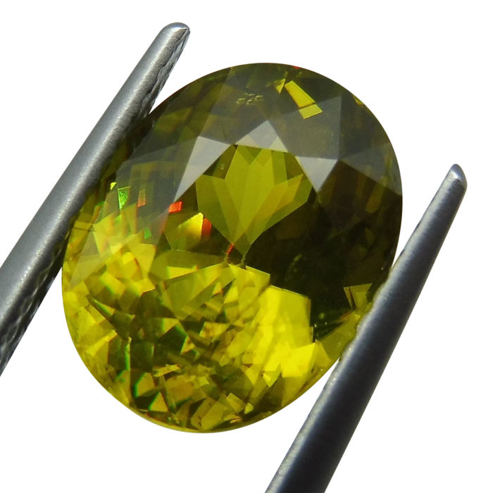 3.77 ct - Sphene