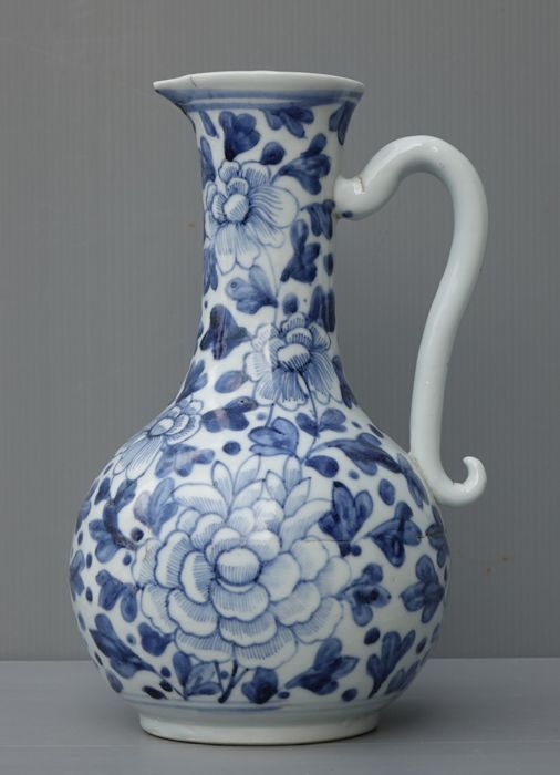 Arita porcelain ewer - Japan - 19th century