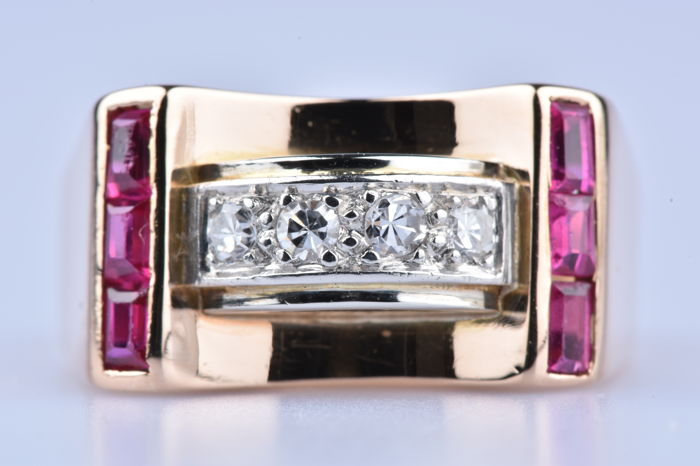 Ring in 18 kt (750/1000) yellow gold with 6 Rubies of 0.18 ct in total and 4 diamonds of 0.14 ct in total