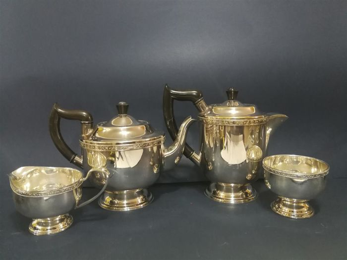 Lot of 4-piece silver plated tea set - consisting of two teapots, a milk jug and a sugar bowl - by Viners of Sheffield