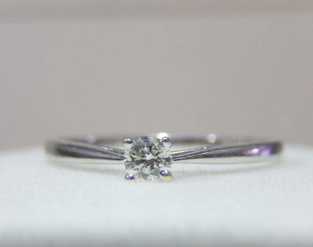 Solitaire diamond ring in 18 kt white gold size 54