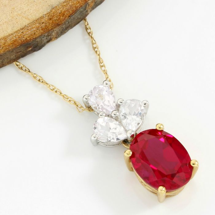 No Reserve Price - 14k Yellow Gold - 3.00 ct Oval Shape Red Corundum and 0.75 ct Pear Shape White Topaz Necklace with Pendant - 45 cm