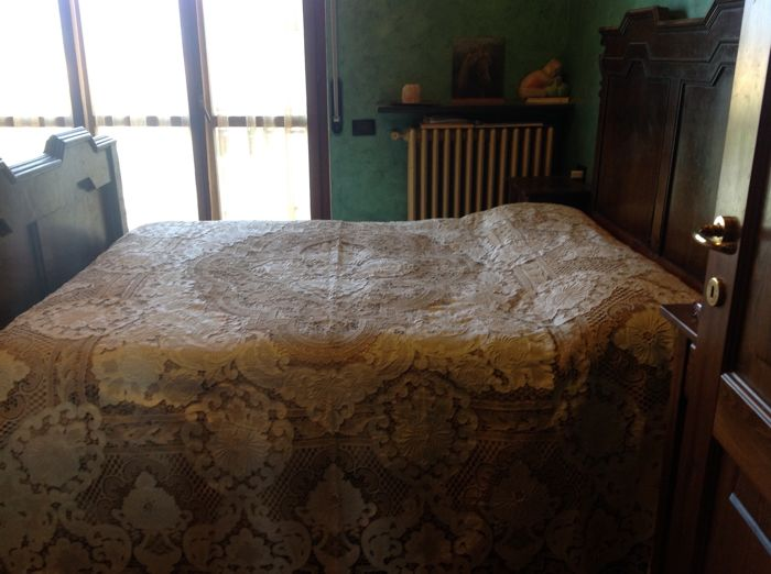 1950s bedspread in Burano lace and linen. Italy