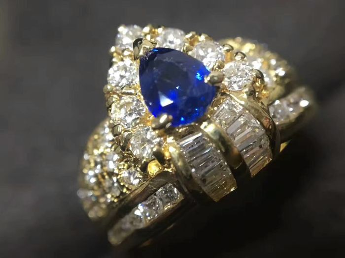 18 ct gold Ring 6.1 g set with 0.55 ct Sapphire and 1.01 ct Diamonds - size 6.75 US - Free resizing
