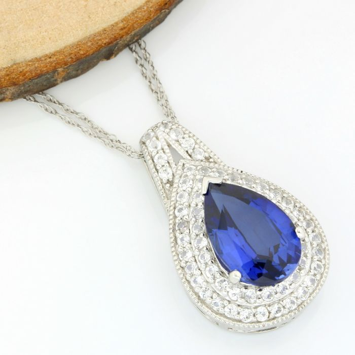 No Reserve Price - 14k White Gold - 6.50 ct Pear Shape Sapphire and 1.25 ct Round Cut White Topaz Necklace with Pendant - 45 cm