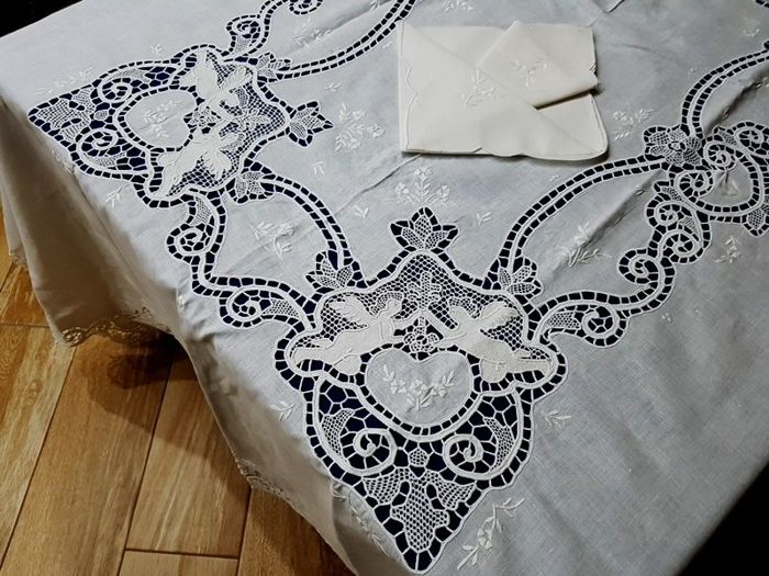 100% pure linen tablecloth for 12 with entirely handmade Venice Burano embroidery