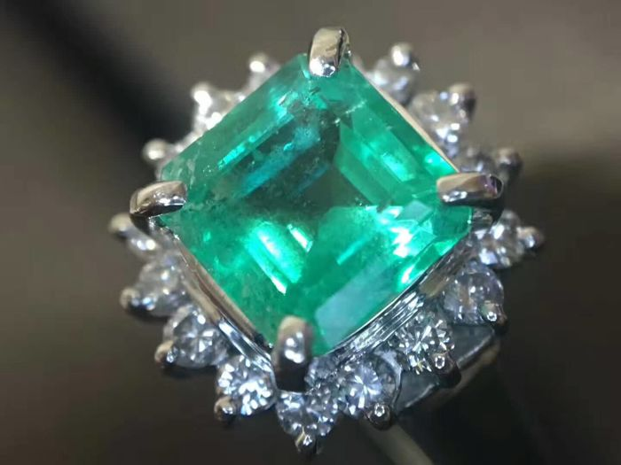 18 ct gold Ring 5.8 g set with 1.23 ct Emerald and 0.3 ct Diamonds - size 6.75 US - Free resizing